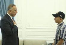 Photo of الكاظمي يلتقي المراهق العراقي «المسحول» ويتكفّل بدراسته