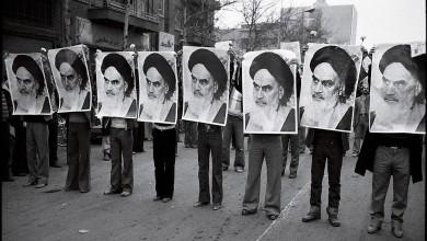 """صورة المظاهرات.. وخطر الانقلاب العسكري يهدد ورثة """"الخميني"""""""